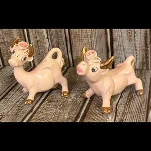 Vintage Thames salt & pepper shakers bulls
